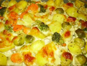Kartoffelauflauf mit Rosenkohl, Blumenkohl und Brokkoli