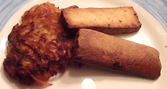veganer Kartoffel-Möhrenpuffer mit Tofu Bratstreifen